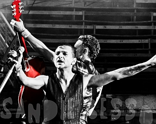 dm nimes10 sandie - Depeche Mode - Live in Nîmes, France, 2013 (Full HD)
