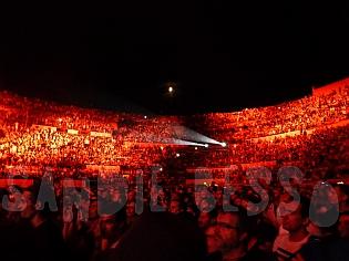 dm nimes11 sandie - Depeche Mode - Live in Nîmes, France, 2013 (Full HD)