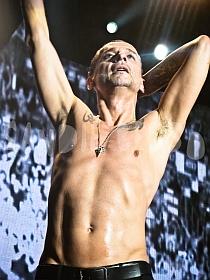 dm nimes14 sandie - Depeche Mode - Live in Nîmes, France, 2013 (Full HD)