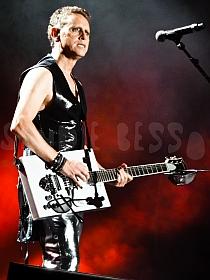 dm nimes15 sandie - Depeche Mode - Live in Nîmes, France, 2013 (Full HD)