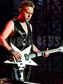 dm nimes17 sandie - Depeche Mode - Live in Nîmes, France, 2013 (Full HD)