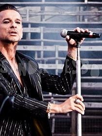 dm nimes6 sandie - Depeche Mode - Live in Nîmes, France, 2013 (Full HD)