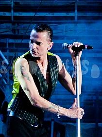 dm nimes8 sandie - Depeche Mode - Live in Nîmes, France, 2013 (Full HD)