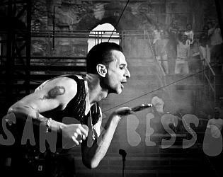 dm nimes9 sandie - Depeche Mode - Live in Nîmes, France, 2013 (Full HD)
