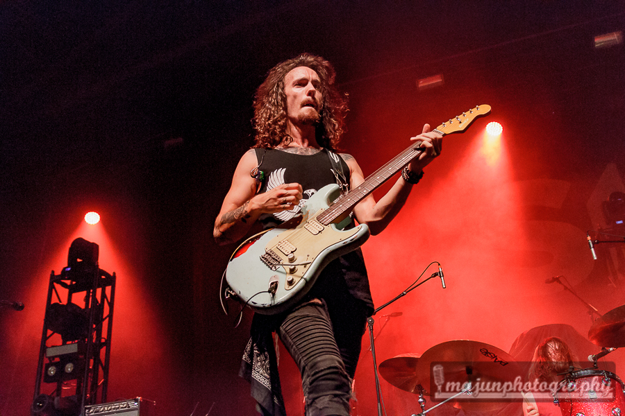 Reflections of Darkness - Music Magazine - Live Review: Bush